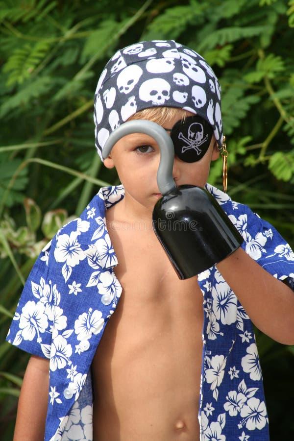 hak dziecko patrzy na synklina pirata obrazy royalty free