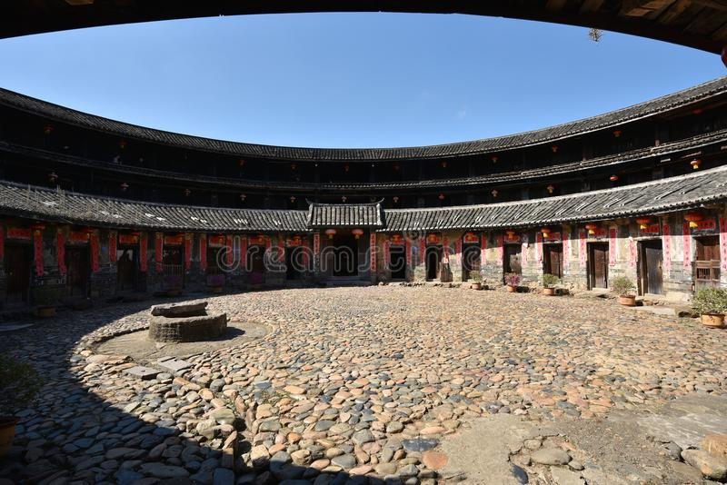 Download HakkaRoundhousetulouen Walled Byn, Meizhou, Kina Redaktionell Fotografering för Bildbyråer - Bild av roundhouse, östligt: 106826959