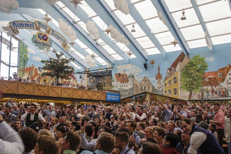 Hakker Festzelt in Oktoberfest in München, Duitsland, 2015 royalty-vrije stock afbeelding