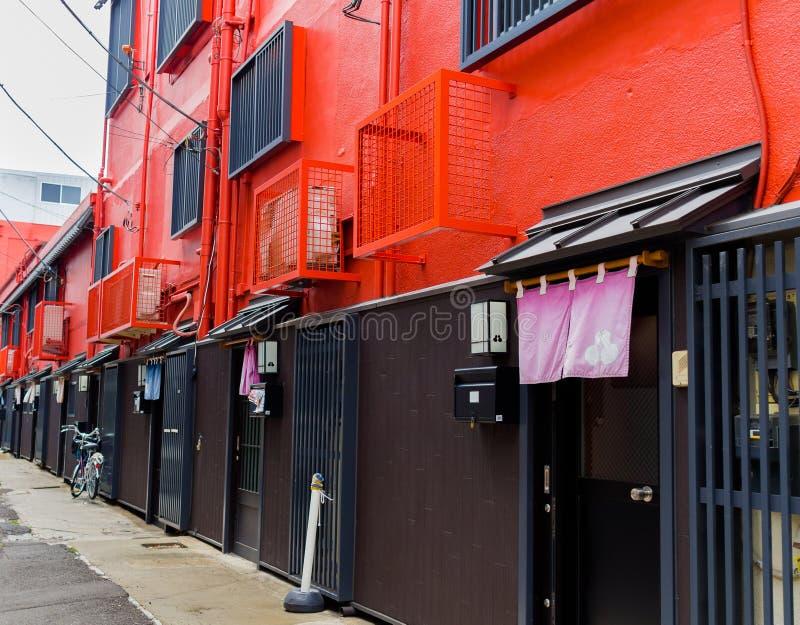 HAKONE, JAPAN - JULI 02, 2017: Nieuwe en mooie rode flats in Hakone royalty-vrije stock foto