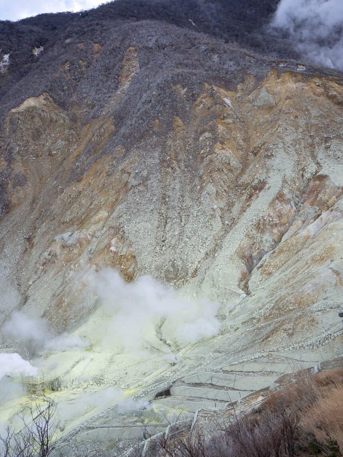 Hakone w Japonia Owakudani jest geotermicznym doliną z aktywnymi siarek wentylacjami i gorącymi wiosnami w Hakone zdjęcie royalty free