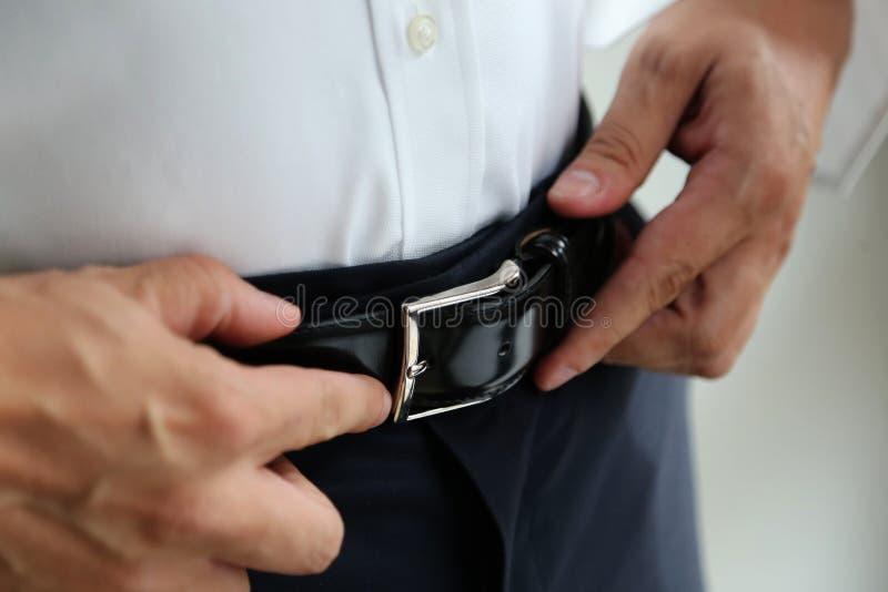 Halète des hommes de ceinture noire photo stock