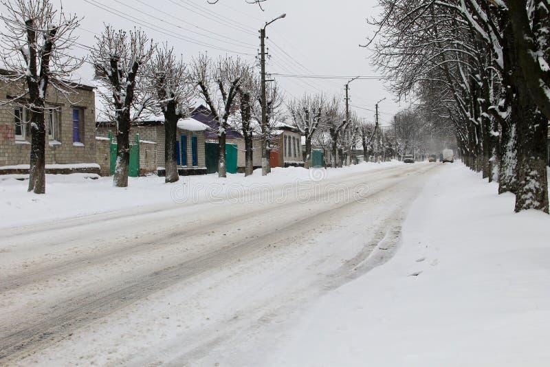 Hal stads- väg efter snöfall arkivbild