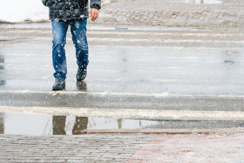 Hal trottoar för vinterstad arkivbilder