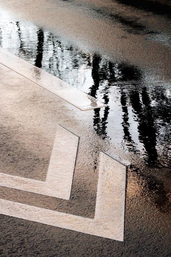 Hal väg för pöl i de Paris förorterna Frankrike royaltyfria foton