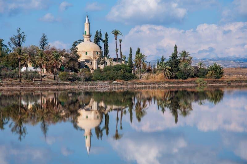 Hala Sultan Tekke i Cypern royaltyfria bilder