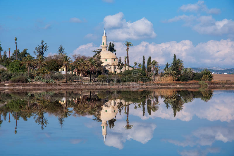 Hala Sultan Tekke i Cypern royaltyfri bild