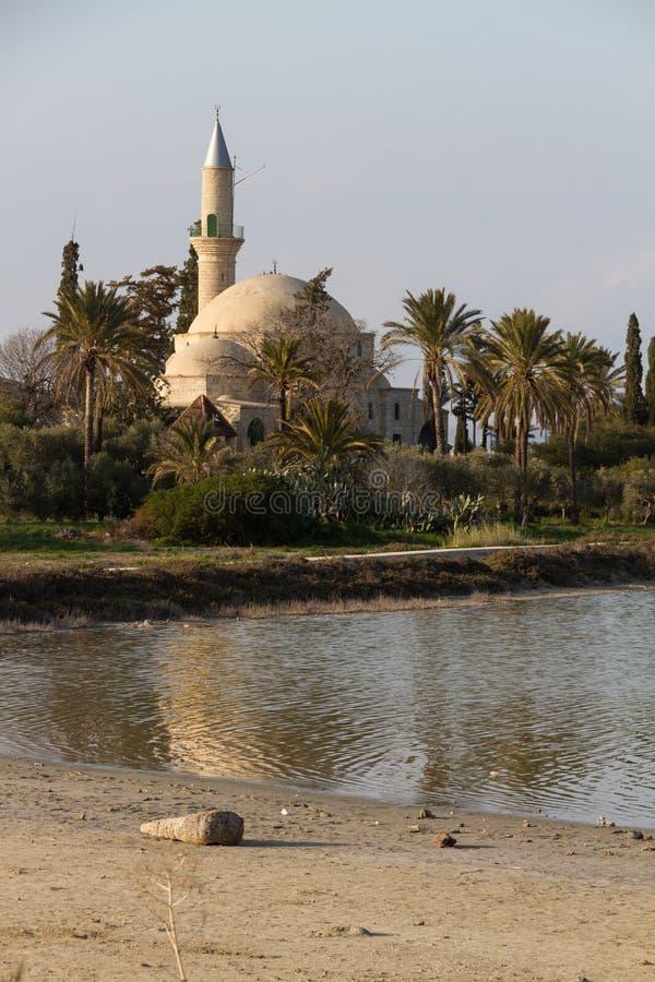Hala Sultan Tekke på den Larnaca salt-sjön i den Cypern ståenden arkivfoton