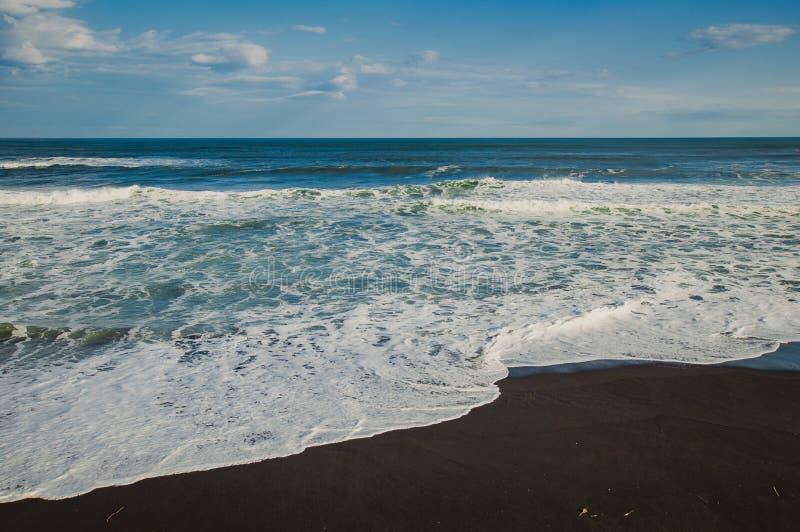 Halaktyr strand kamchatka Rysk federation För mörker för svartfärg nästan strand för sand av Stilla havet Stenberg och fotografering för bildbyråer