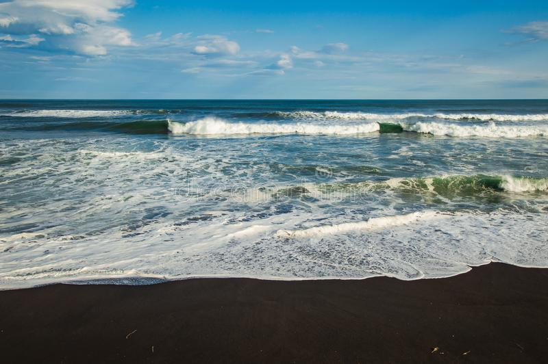 Halaktyr strand kamchatka Rysk federation För mörker för svartfärg nästan strand för sand av Stilla havet Stenberg och arkivbild