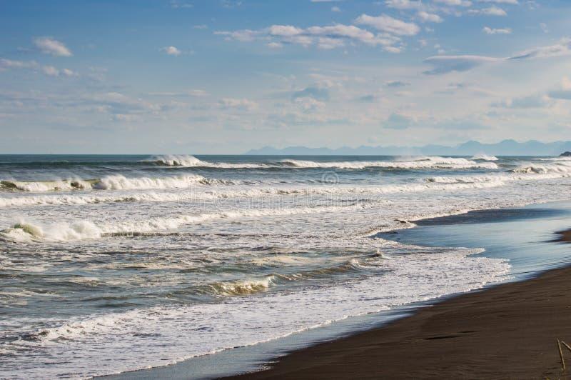 Halaktyr strand kamchatka Rysk federation För mörker för svartfärg nästan strand för sand av Stilla havet Stenberg och arkivfoton