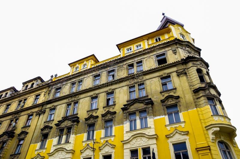 Halb gelbes Gebäude stockbilder