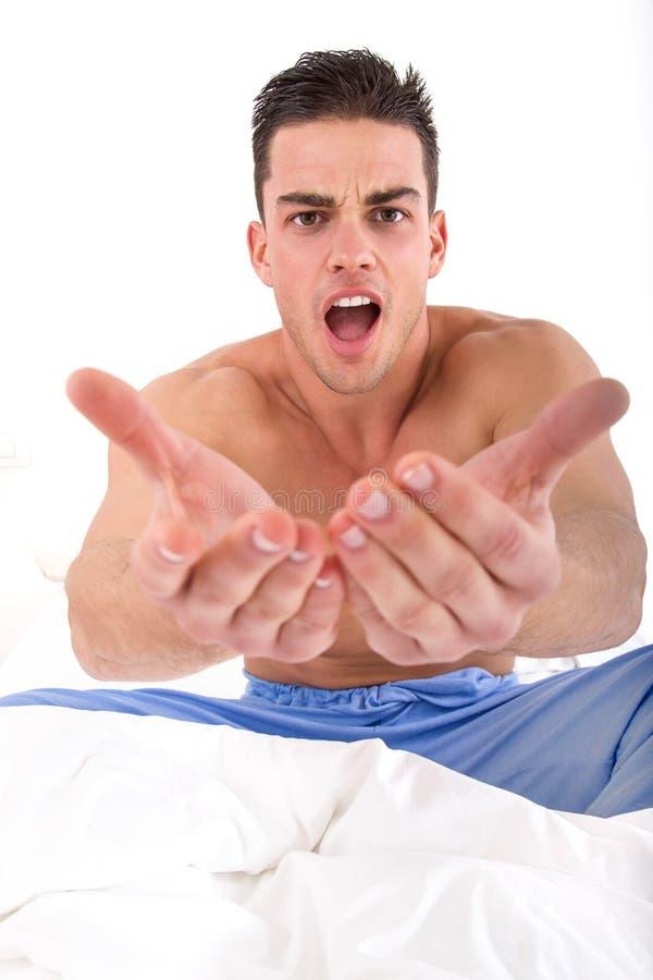 Halb Nackter Gutaussehender Mann Im Bett Mit Teilt In Richtung Zur ...