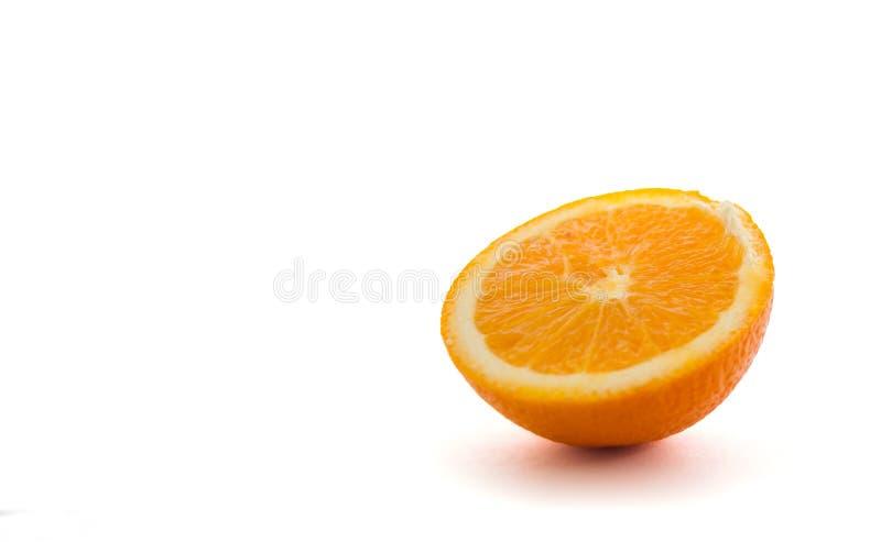 Halb orange Fruchtweißhintergrund lizenzfreie stockfotos