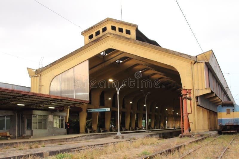 Halb-verwendeter Bahnhof lizenzfreies stockfoto