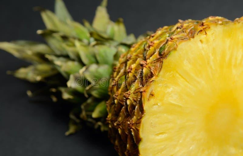Halbe Ananas lizenzfreies stockbild
