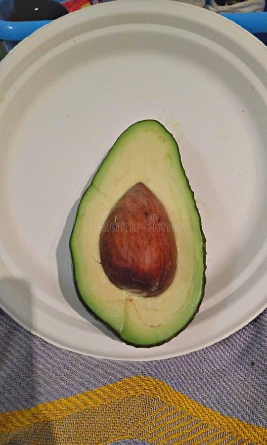 Halbe Avocado stockfotografie