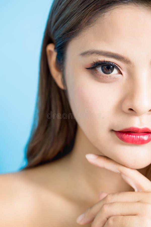 Halbes Gesicht der Schönheitsfrau lizenzfreie stockfotografie