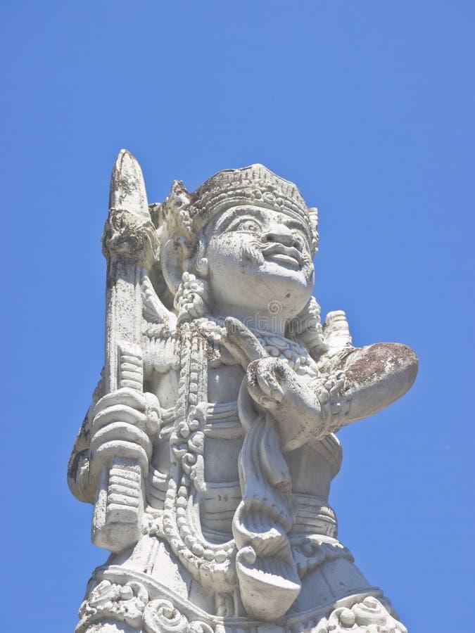 Halbes Körperporträt von Balinese Deva-Statue stockfoto