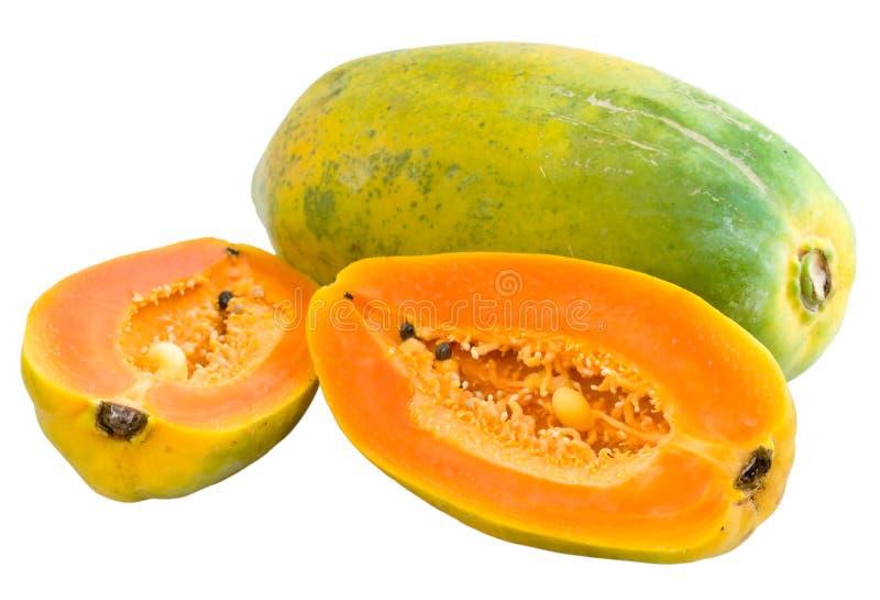 Halbierte und vollständige Papayas stockbilder