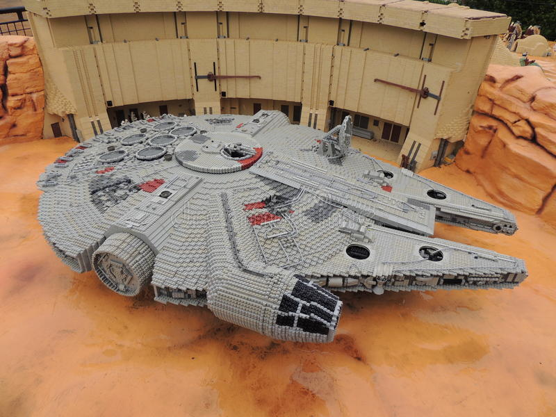 Halcón del milenio, por LEGO fotos de archivo