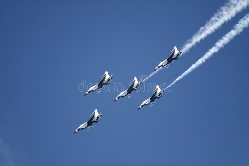 Halcón F-16 imagenes de archivo