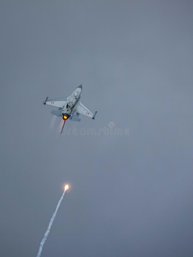 Halcón que lucha del F-16 de General Dynamics, avión de combate multiusos supersónico fotografía de archivo