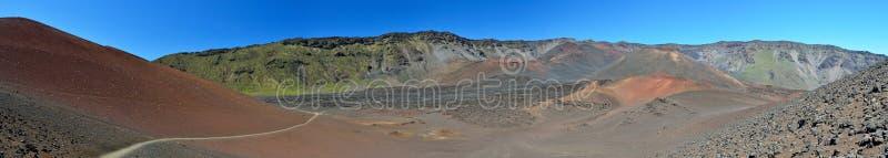 Haleakala火山的破火山口的全景在毛伊海岛,夏威夷 库存图片