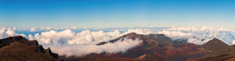 从Haleakala,毛伊山顶的全景  免版税库存照片