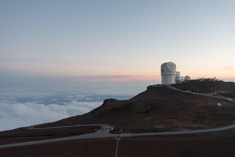 Haleakala-Observatorium bei Sonnenuntergang, Maui stockbilder