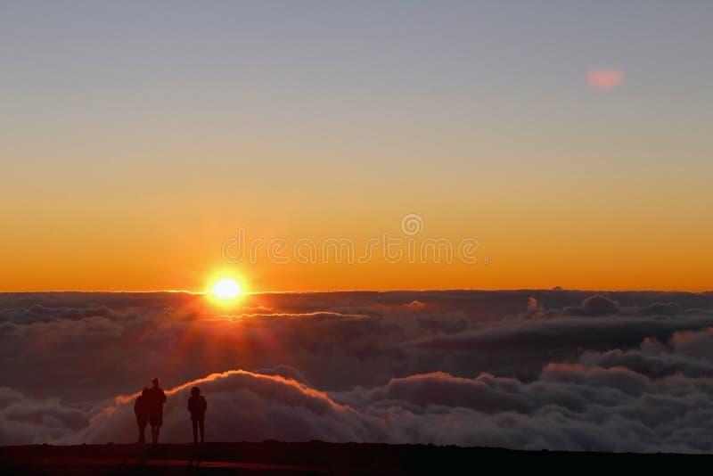 Haleakala solnedgång (under molnen) royaltyfri foto