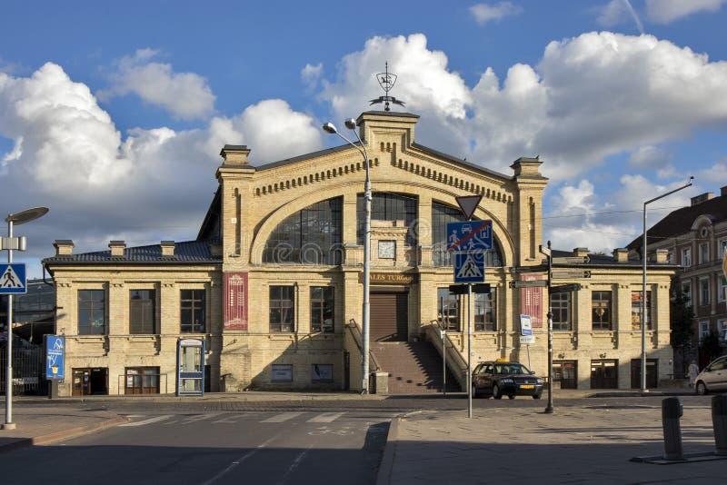 Hales Turgus, mercado coberto Sal?o, cidade velha Vilnius central, Litu?nia, Europa Oriental foto de stock royalty free