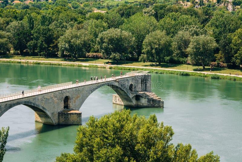 Half geruïneerde brug in Avignon, de Provence, Frankrijk stock afbeelding