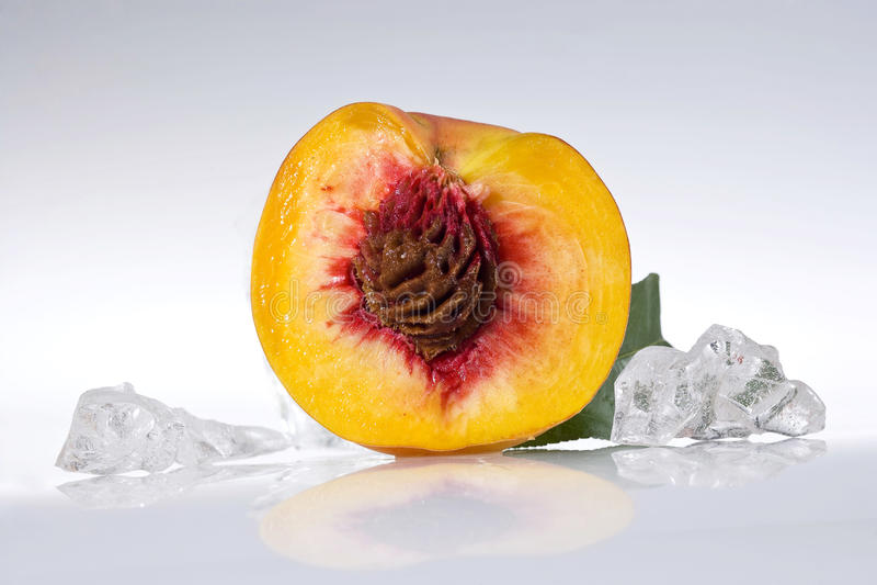 half persika arkivbilder
