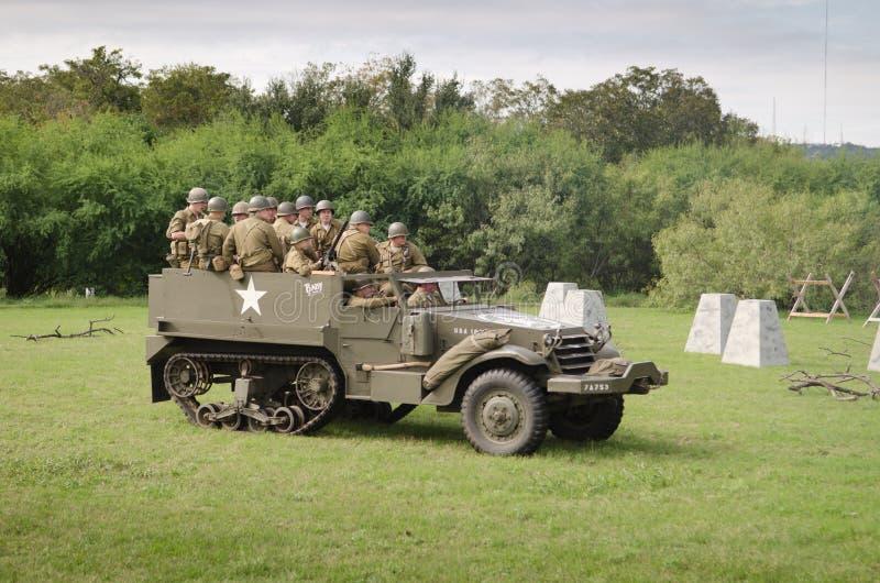 Half-track M3 dans la reconstitution historique de WWII photo stock