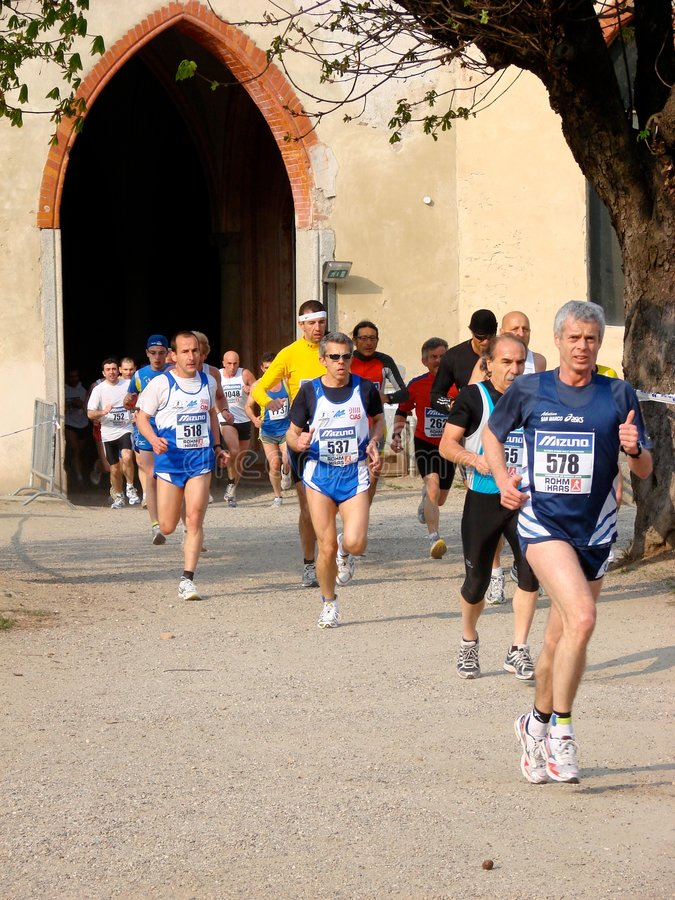 half vigevano för italy maratonrace royaltyfri foto