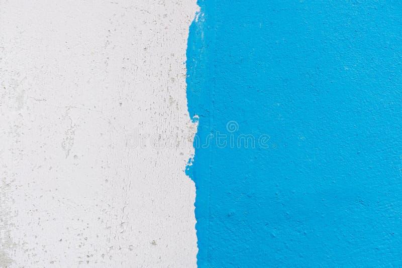 Half wit en blauw kleurenbehang royalty-vrije stock fotografie