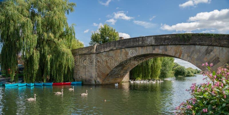 Halfpenny Bridge över Thames-floden, vid Lechlade, Gloucestershire, England, Förenade kungariket fotografering för bildbyråer