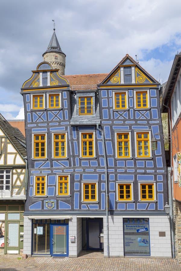 halfslachtig huis in Idstein, Duitsland Het middeleeuwse huis wordt gerenoveerd stock foto