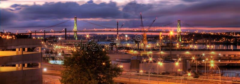 Halifax MacDonald Bridge bij nacht royalty-vrije stock foto's