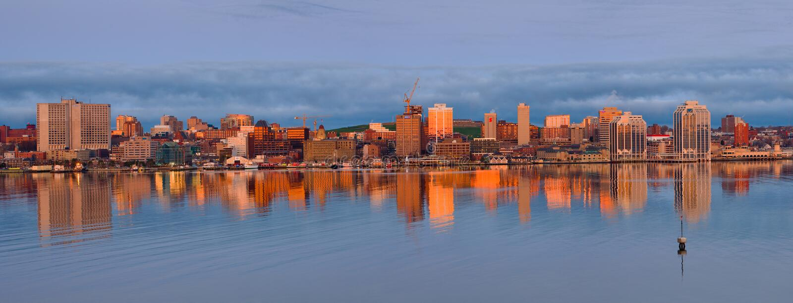 Halifax, Nova Scotia Skyline At Daybreak royalty-vrije stock afbeeldingen