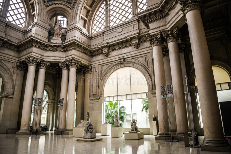 Hall современного искусства в национальном музее изобразительных искусств Каталонии Художественная выставка XX века скульптур в к стоковое изображение rf