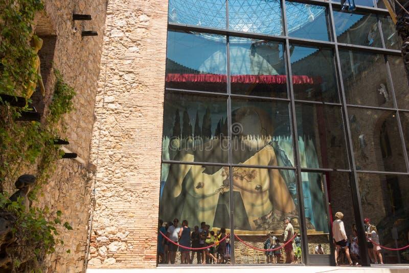 """Hall avec le """"rideau pour le labyrinthe """"dans Dali Theatre Dali Theatre et le musée est un musée de Salvador Dali à Figueres, dan photos stock"""