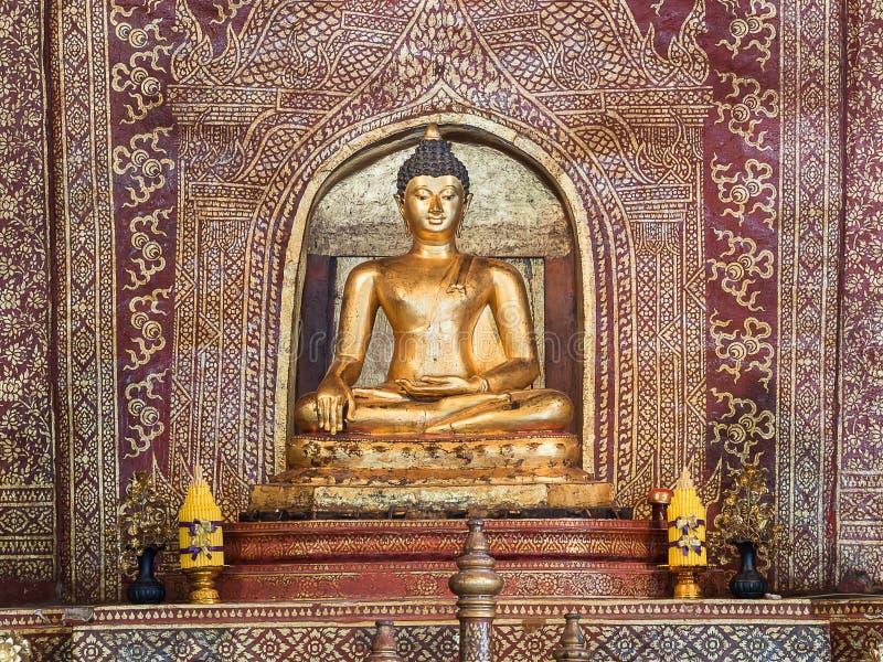 Hall Buddha-standbeeldbinnenland belangrijk en zeer oud Wat-pha-Si royalty-vrije stock foto's