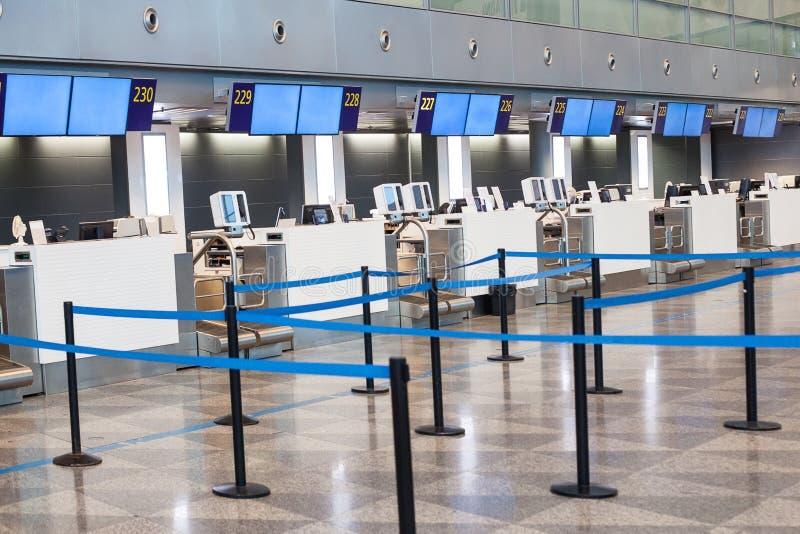 Hall d'enregistrement d'aéroport Début du voyage photo stock