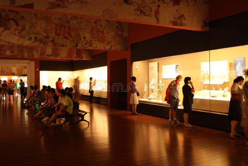 Hall d'exposition dans un musée de l'histoire images libres de droits