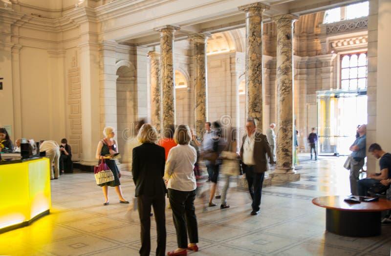 Hall d'exposition de Londres, de Victoria et d'Albert Museum Le musée de V&A est le plus grand musée du monde des arts décoratifs images libres de droits