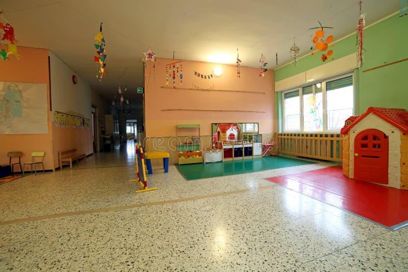 Hall d'une école pour des enfants sans des enfants photos libres de droits