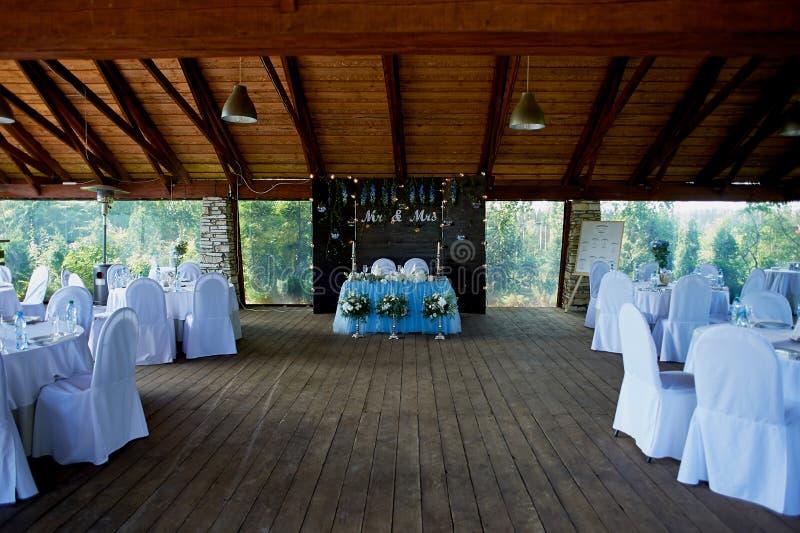 Hall de banquet que l'autre installation de fonction a placé pour diner fin Foyer sélectif photos stock