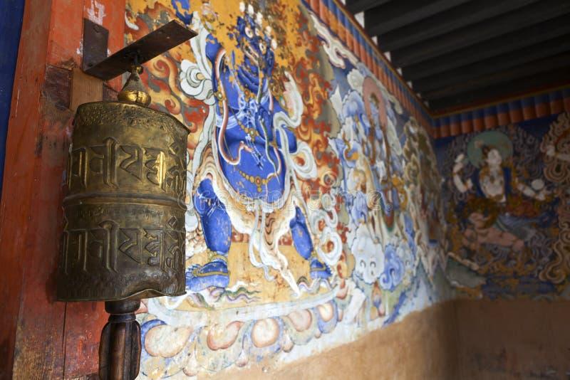 Hall de entrada adornado rico del monasterio de Gangtey Goemba en el valle de Phobjikha - Bhután central imágenes de archivo libres de regalías